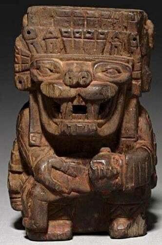 Wari Idolo de madera con la representacion de un ser mitologico zoomorfo