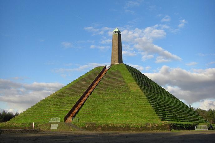 081207_NL_Pyramide_van_Austerlitz